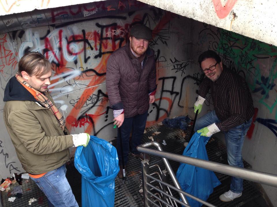 obdachlos_nackt_cdu_sexy_sehrnackt_bild_chemnitz_kappel_spritzen